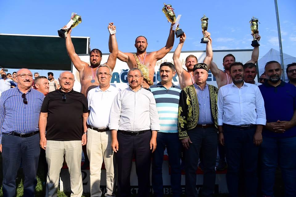 Sancaktepe Yağlı Güreşleri'nde Altın Kemeri Ali GÜRBÜZ Kazandı